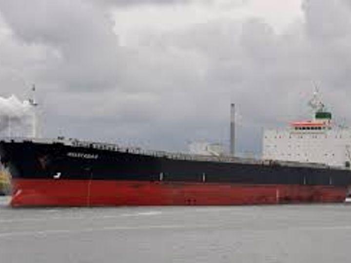 चीन में दो जहाजों पर भारत के कुल 39 नाविक फंसे थे। इनमें से 16 पिछले महीने भारत लौट आए थे। 16 की वापसी 14 फरवरी को होगी। (प्रतीकात्मक) - Dainik Bhaskar