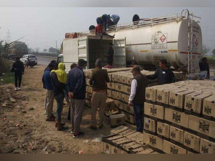 हिसार जिले के गांव सरसोद में टैंकर में लोड की गई शराब की पेटियां उतरवाती पुलिस। - Dainik Bhaskar