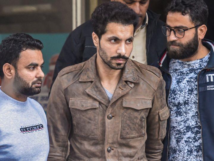 दिल्ली पुलिस की क्राइम ब्रांच ने शनिवार को लाल किले पर प्रदर्शनकारियों को उकसाने के आरोपी दीप सिद्धू से एक घंटे तक पूछताछ की। - Dainik Bhaskar