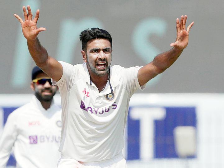 अश्विन भारत में सबसे ज्यादा विकेट लेने वाले दूसरे भारतीय गेंदबाज बन गए। उन्होंने इस मामले में हरभजन सिंह को पीछे छोड़ दिया। हरभजन ने भारत में 55 टेस्ट में 265 विकेट और अश्विन अपने देश में 45 टेस्ट में अब तक 268 विकेट ले चुके हैं। - Dainik Bhaskar