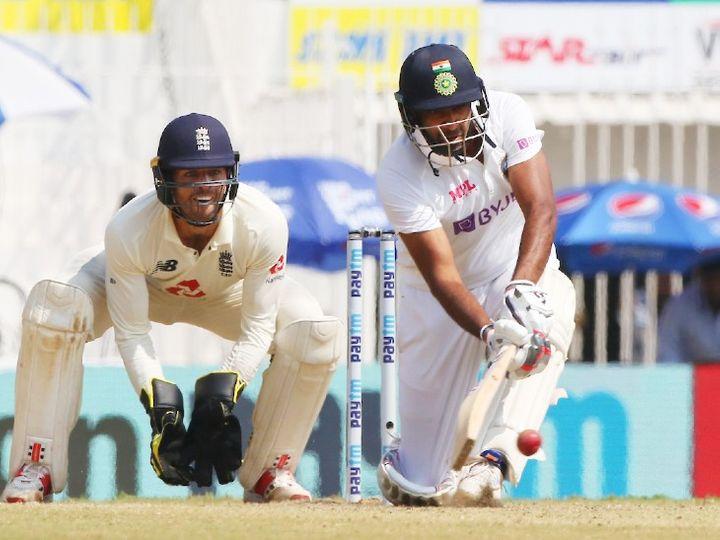 टीम इंडिया के ऑलराउंडर रविचंद्रन अश्विन शॉट खेलते हुए। उन्होंने दूसरी पारी में अब तक 5 चौके लगाए। - Dainik Bhaskar