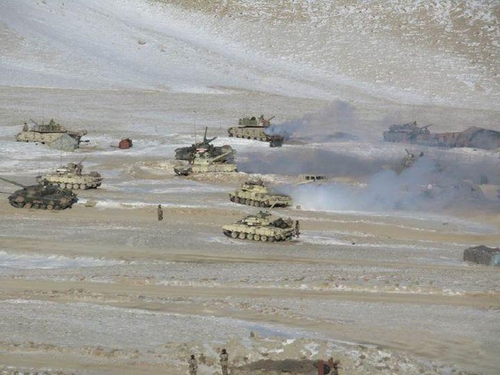 ये फोटो मंगलवार को इंडियन आर्मी ने जारी किया है। इसमें साफ दिख रहा है कि कैसे चीन की सेना अपने तोप पैंगॉन्ग इलाके से हटा रही है। - Dainik Bhaskar
