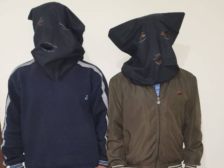 दोनों आरोपियों को मंगलवार शाम लखनऊ में कुकरैल बंधे के पास से गिरफ्तार किया गया था। इनके पास से विस्फोटक सामग्री भी बरामद हुई थी। - Dainik Bhaskar