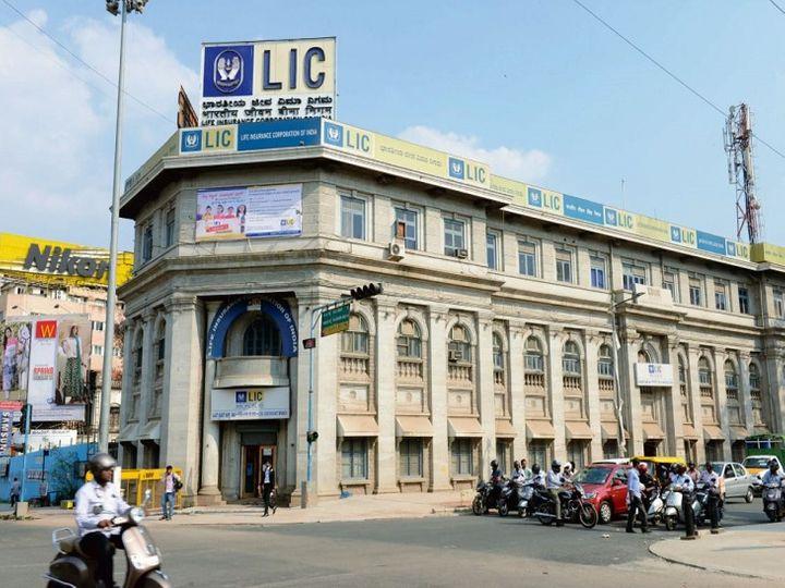 LIC पब्लिक इश्यू के जरिए करीब 10% हिस्सेदारी बेचकर 90 हजार करोड़ रुपए तक की रकम जुटाना चाहती है।                -फाइल फोटो - Dainik Bhaskar