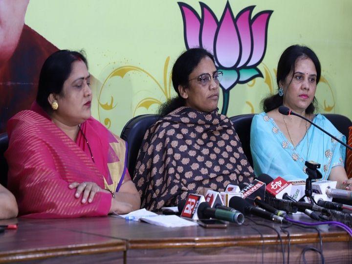 तस्वीर भाजपा कार्यालय की है। इस प्रेस कॉन्फ्रेंस में पूर्व मंत्री लता उसेंडी ने कहा कि सरकार के इशारे पर पुलिस भी महिला संबंधी अपराधों में कोई गंभीरता नहीं दिखाती। - Dainik Bhaskar