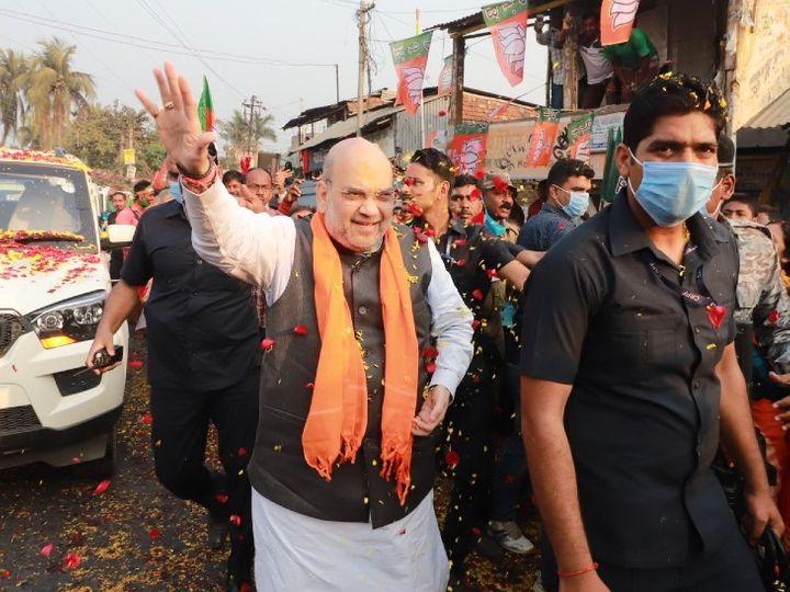 फोटो गुरुवार की है। बंगाल दौरे पर पहुंचे गृह मंत्री अमित शाह ने रोड शो किया। - Dainik Bhaskar