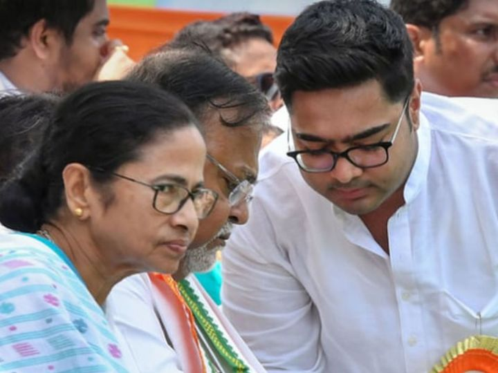 TMC leaders have been accused in the coal scam case.  It also includes the name of Chief Minister Mamata Banerjee's nephew and TMC leader Abhishek Banerjee.  - Dainik Bhaskar