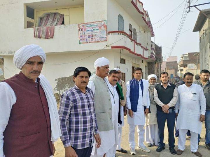 शामली में भाजपा नेताओं के विरोध में उतरे खाप चौधरी। - Dainik Bhaskar