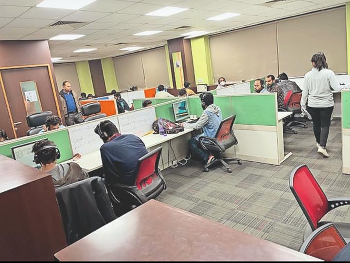 Fake call center caught in Gurgaon.  - Dainik Bhaskar