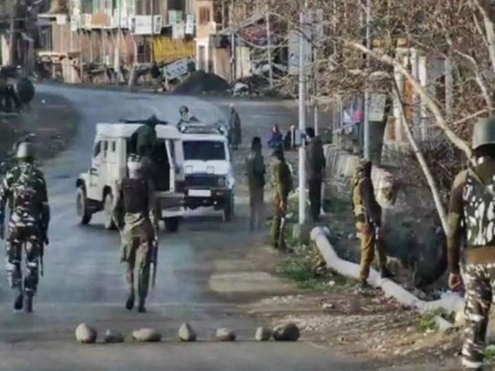 The deployment of security forces has been increased in the entire area including Anantnag.  - Dainik Bhaskar