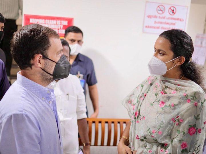 सोमवार को वायनाड में एक हेल्थ वर्कर से बातचीत करते राहुल गांधी। राहुल ने यहां एक ट्रैक्टर रैली में भी हिस्सा लिया। - Dainik Bhaskar