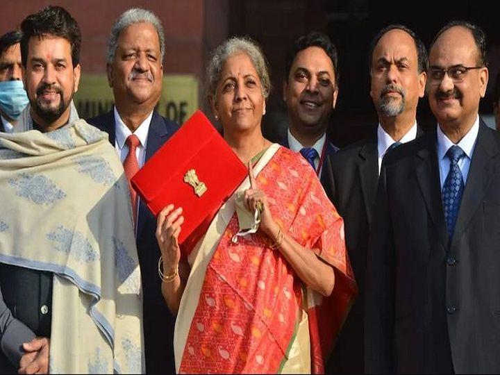 वित्त मंत्री निर्मला सीतारमण ने बजट में कहा था कि जो कर्मचारी EPF में सालाना 2.5 लाख रुपए से ज्यादा कंट्रीब्यूट करेंगे, उन्हें मिलने वाले ब्याज पर टैक्स देना होगा। - फाइल फोटो - Dainik Bhaskar