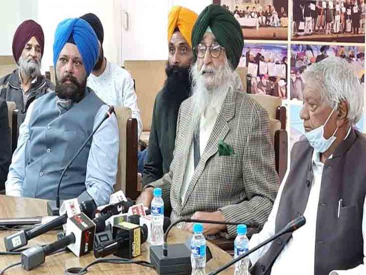 सिमरनजीत सिंह मान ने कहा कि आदिवासी इलाके में लोगों को सरकार नक्सलवादी कह कर मार रही।फोटो लखवंत सिंह - Dainik Bhaskar