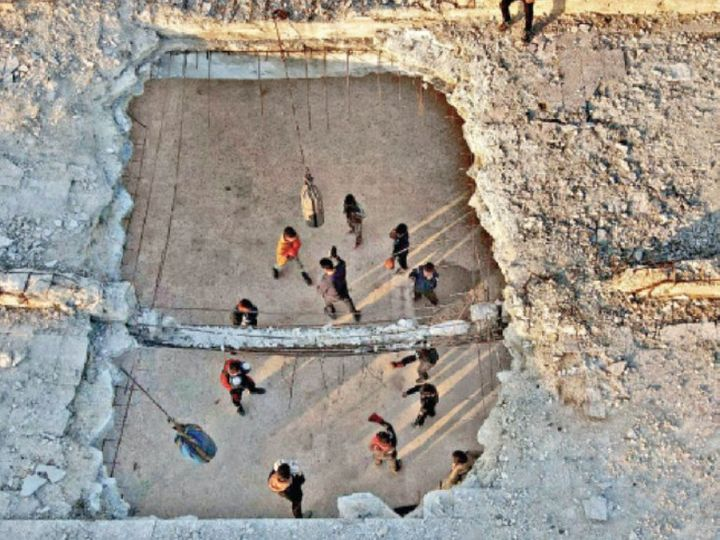 This picture is of Atarib of Syria.  Here children and youngsters are putting the punch of hope in the ruined buildings to forget the bad memories of the Civil War with their hearts and minds.  - Dainik Bhaskar