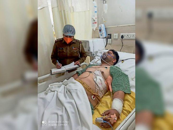 पानीपत. गोली लगने के बाद घायल का बयान लेती एसएचओ सुनीता। - Dainik Bhaskar