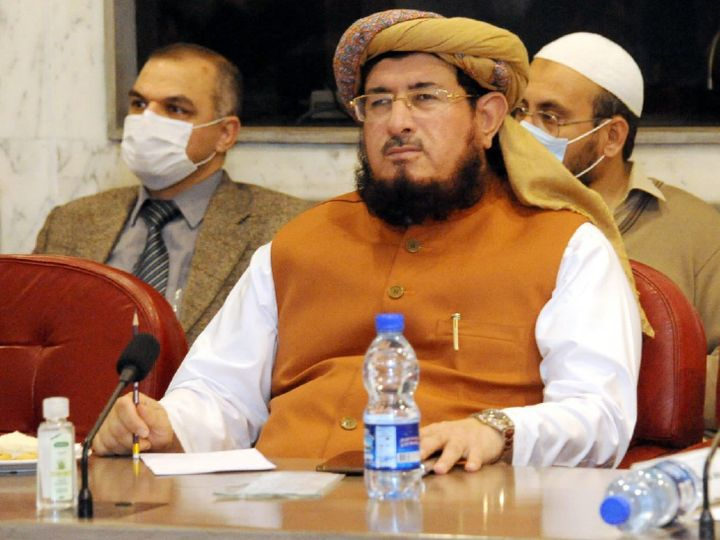 Maulana Salahuddin Ayubi has been reported in Pakistani media to be 62 years old.  He is accused of marrying a 14-year-old girl.  He is the MP of the Jamiat Ulema-e-Islam (JUI-F) party.  (File) - Dainik Bhaskar
