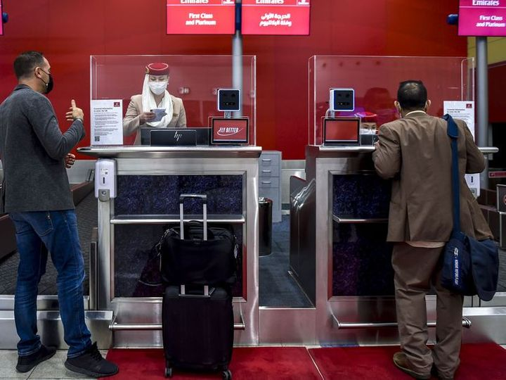 Dubai Airport Authority has started using the latest face recognition technology.  Through this, identity of the passenger will be identified.  - Dainik Bhaskar