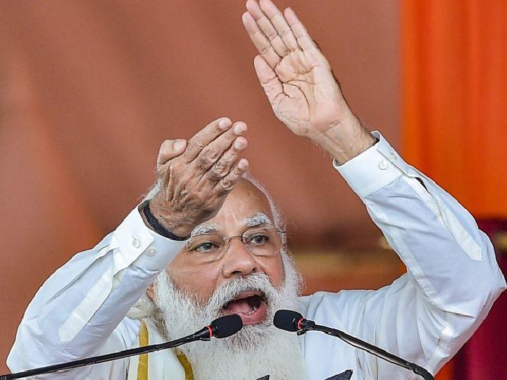 यह तस्वीर हुगली में सोमवार हुए कार्यक्रम की है। इसमें प्रधानमंत्री नरेंद्र मोदी ने कहा- मुझे हैरानी है इतने वर्षों में जितनी भी सरकारें यहां रही हैं, उन्होंने इस ऐतिहासिक क्षेत्र की धरोहर को बेहाल होने के लिए छोड़ दिया। - Dainik Bhaskar