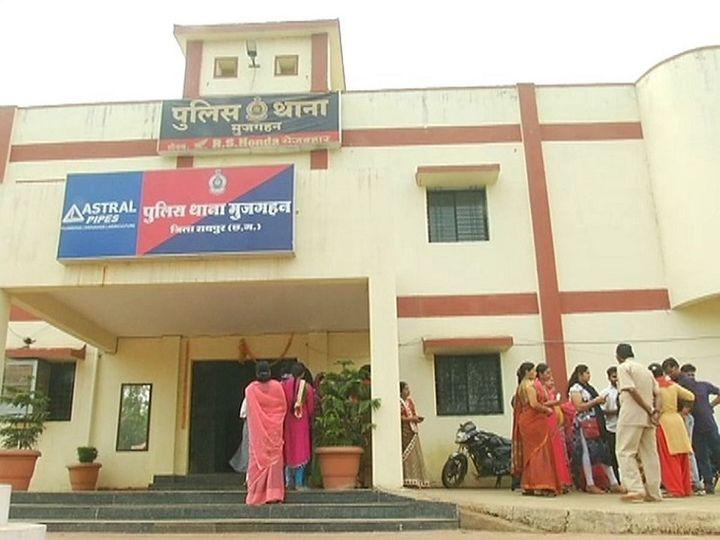 तस्वीर रायपुर के मुजगहन थाने की है। पुलिस इस मामले की जांच कर रही है। बैंक से डीटेल्स मांगी गई है। - Dainik Bhaskar