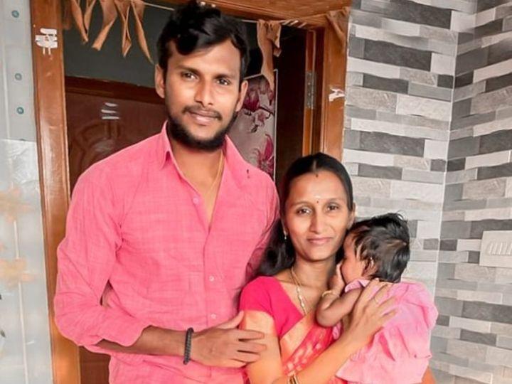 पत्नी पवित्रा और बेटी हनविका के साथ टी नटराजन। - Dainik Bhaskar