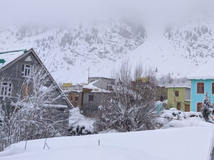 बर्फबारी - (फाइल फोटो) - Dainik Bhaskar