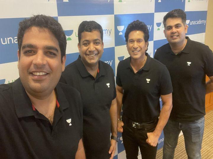 अनएकेडमी के को-फाउंडर गौरम मुंजाल (सबसे बाएं) के साथ पूर्व क्रिकेटर सचिन तेंदुलकर। फोटो-सोशल मीडिया। - Dainik Bhaskar