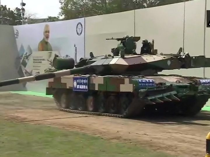 In Chennai, Prime Minister Narendra dedicated the Arjun Tank to the nation.  During this time he also met the soldiers.  Army Chief MM Narwane was also present.  - Dainik Bhaskar