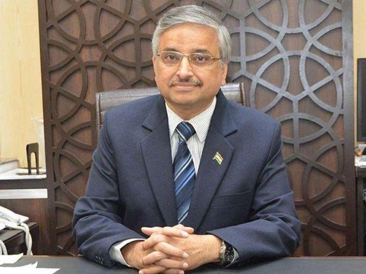 डॉक्टर गुलेरिया ने कहा कि वायरस अब कहीं नहीं जाने वाला है। - Dainik Bhaskar