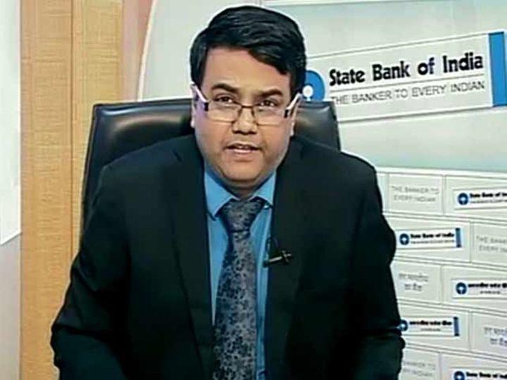 एसबीआई के मुख्य आर्थिक सलाहकार डॉ. सौम्या कांति घोष की रिपोर्ट के मुताबिक गैर-जरूरी खर्च के लिए रखे पैसों में से पेट्रोल-डीजल पर होने वाला खर्च जून 2021 में बढ़कर 75 फीसदी हो गया। - Dainik Bhaskar