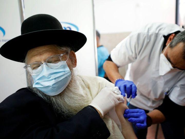 इजरायल के स्वास्थ्य मंत्रालय के अनुसार कमजोर प्रतिरक्षा प्रणाली वाले लोगों को तीसरी डोज लगाई जा सकती है। - Dainik Bhaskar
