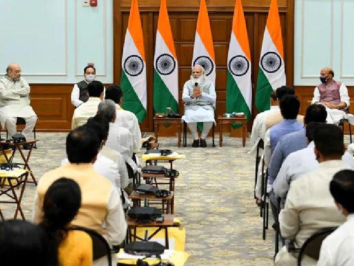 PM मोदी आज शाम 4 बजे वीडियो कॉन्फ्रेंसिंग के जरिए मंत्रिपरिषद की बैठक भी करेंगे। 7 जुलाई को हुए कैबिनेट विस्तार के बाद एक हफ्ते में यह दूसरी बैठक होगी। - Dainik Bhaskar
