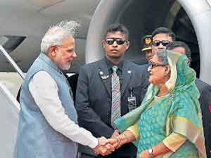 बांगलादेशच्या पंतप्रधान शेख हसीना यांनी शिष्टाचार मोडून ढाका विमानतळावर पंतप्रधान नरेंद्र मोदींचे स्वागत केले. - Divya Marathi