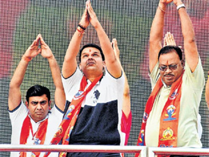मुख्यमंत्री देवेंद्र फडणवीस, उर्जामंत्री चंद्रशेखर बावनकुळे यांनी नागपुरात आयाेजित याेग कार्यक्रमात सहभाग नाेंदवला. - Divya Marathi