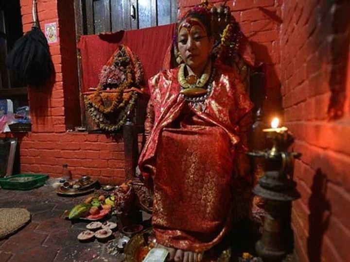धन कुमारी वज्राचार्य, 1954 मध्ये गादीवर बसल्या होत्या. त्यावेळी त्यांचे वय अवघे दोन वर्ष होते. - Divya Marathi