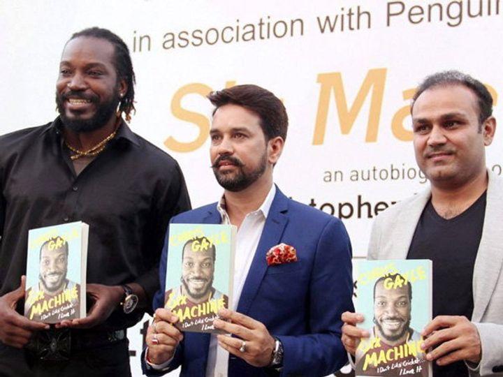 ख्रिस गेलच्या सिक्स मशिन या आत्मचरित्र पुस्तकाचे प्रकाशन शुक्रवारी दिल्लीत झाले. - Divya Marathi