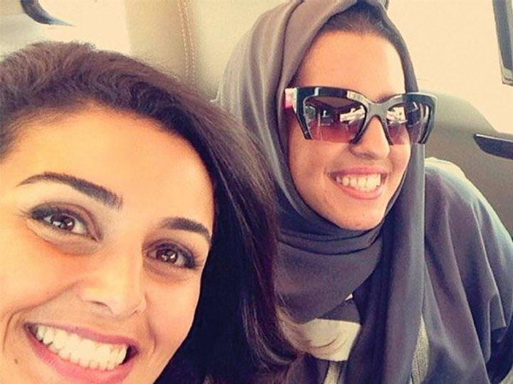 अमेरिकन फोटोजर्नालिस्ट लिन्से एडेरियोने सौदी अरेबियाच्या महिलांचे मॉडर्न फोटो टिपले आहेत. - Divya Marathi