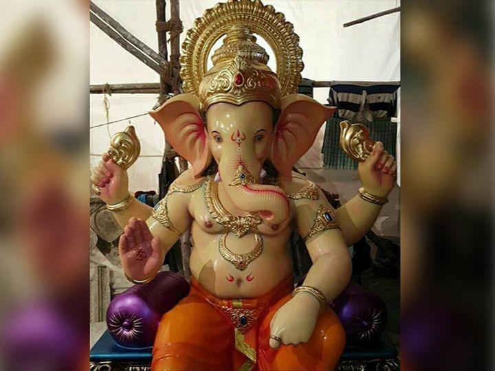 यावर्षी 'अंधेरीचा राजा'ला राज्यातील प्रसिद्ध बल्लाळेश्वर मंदिराचा लुक दिला जात आहे. (सौजन्य - फेसबूक पेज) - Divya Marathi
