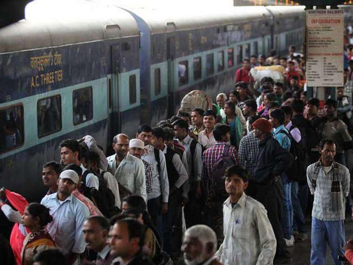 रेल्वेच्या 60 गाड्या रद्द करण्यात आल्या असून 16 गाड्य़ांचे मार्ग बदलण्यात आले आहेत. या व्यतिरिक्त 4 गाड्यांचा अंतिम थांबा बदलण्यात आला आहे. (सांकेतिक फोटो) - Divya Marathi