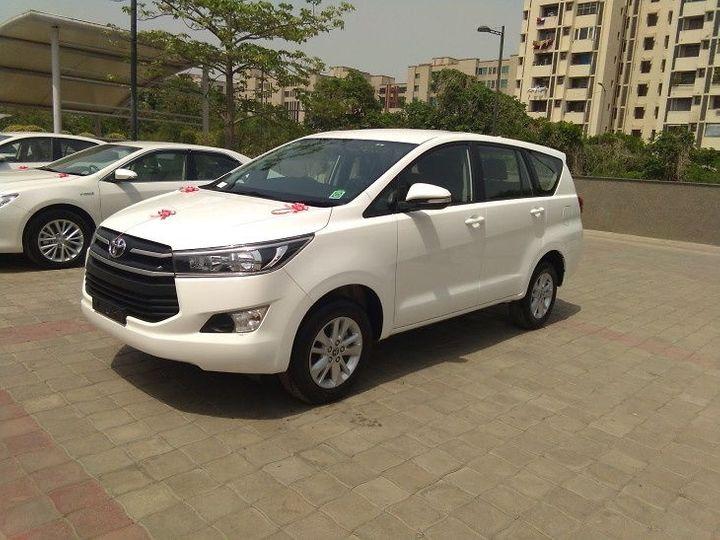 एका कारची किंमत 22 लाख 83 हजार 86 रुपये आहे. त्यानुसार, 6 गाड्यांची किंमत 1.37 कोटी होते - प्रतीकात्मक फोटो - Divya Marathi