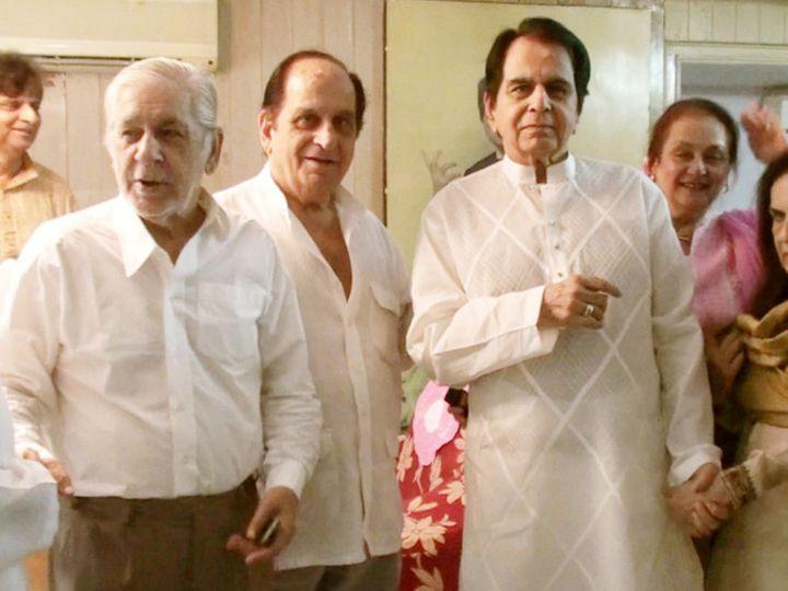 दिलीप कुमार यांचे दोन्ही भाऊ असलम आणि अहसान वेगळ्या घरात राहात होते, त्यामुळे दिलीप कुमार आणि सायरा बानो यांना कोरोना संसर्ग झाला नाही. - Divya Marathi