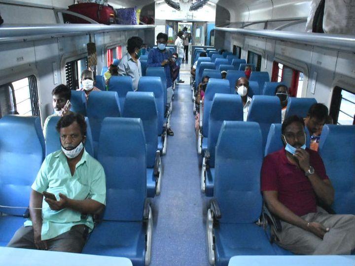 तामिळनाडूत सोशल डिस्टेन्सिंगचे पालन करून रेल्वे प्रवास करताना लोक... - Divya Marathi