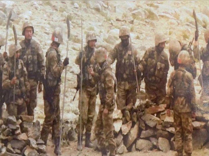 सोशल मीडियावर व्हायरल हे छायाचित्र रेजांग ला भागात जमलेल्या चिनी सैनिकांचे असल्याचे सांगितले जाते. मात्र दोन्ही देशांची यावर प्रतिक्रिया नाही. - Divya Marathi