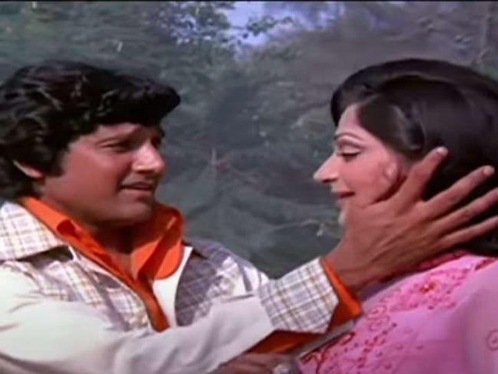 चलते चलते या चित्रपटात सिमी गरेवाल आणि विशाल आनंद यांनी एकत्र काम केले होते. प्रदीर्घ आजाराने रविवारी विशाल आनंद यांचे निधन झाले. - Divya Marathi