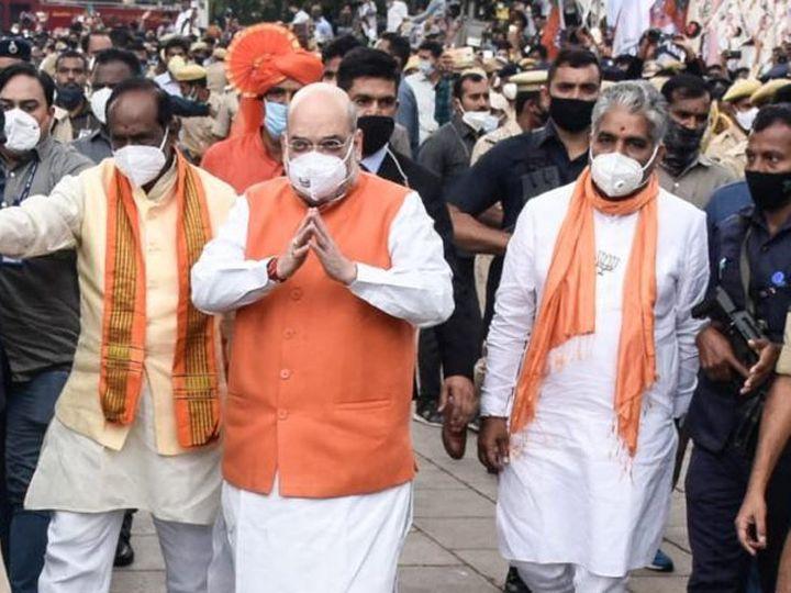 गृहमंत्री अमित शहा यांनी रविवारी हैदराबादमध्ये रोड-शो केला. - Divya Marathi