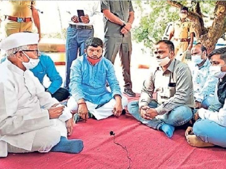 दिल्लीहून आलेल्या शिष्टमंडळाशी अण्णा हजारे यांनी चर्चा केली. - Divya Marathi