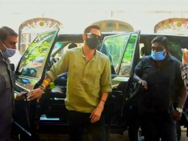 NCB ऑफिसमध्ये पोहोचला अर्जुन रामपाल - Divya Marathi