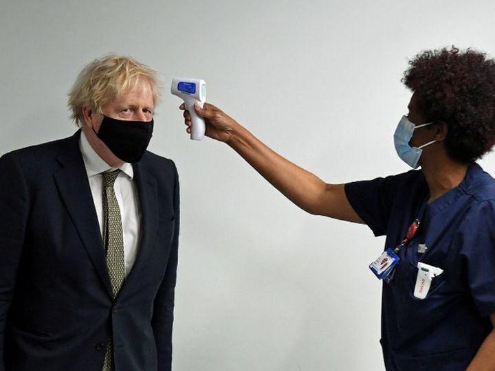 ब्रिटनमध्ये कोरोनाचा नवीन स्ट्रेन पसरल्यापासून बोरिस जॉनसन स्वत: या परिस्थितीवर लक्ष ठेवत आहेत. ते सोमवारी उत्तर लंडनमधील रुग्णालयात दाखल झाले. भारत दौरा रद्द करताना ते म्हणाले की, यावेळी देशात राहणे आवश्यक आहे - Divya Marathi