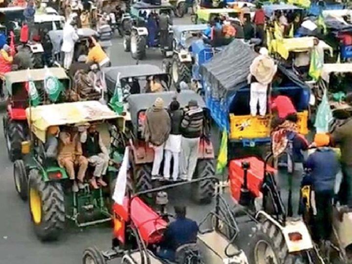 शेतकरी संघटना दिल्लीला रवाना झाल्या आहेत. हरियाणातील कर्नाल टोल नाक्यावरून जाणाऱ्या शेतकऱ्यांचे हे छायाचित्र. - Divya Marathi