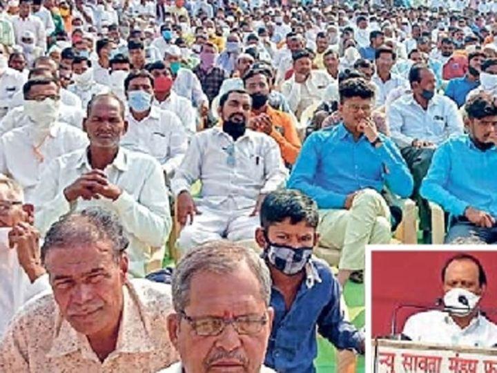 फुलंब्री येथील अजित पवारांच्या सभेत अनेक नागरिक विनामास्क उपस्थित होते. - Divya Marathi