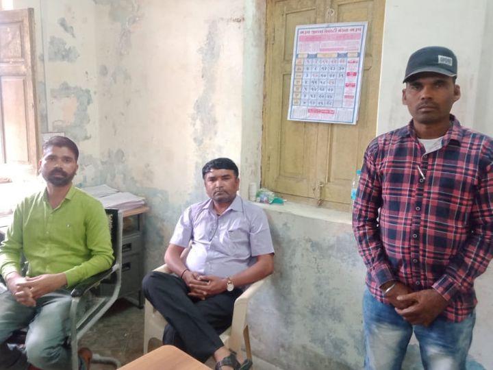એસીબીની ટ્રેપમાં પકડાયેલા 3 આરોપીઓ - Divya Bhaskar